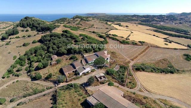 Extraordinary estate of 118 hectares that reaches down to the sea with a little house on an unspoilt beach. There is the main house built on two floors and numerous farm buildings totalling approx. 1,000 m² built area. It has electricity and its own well.