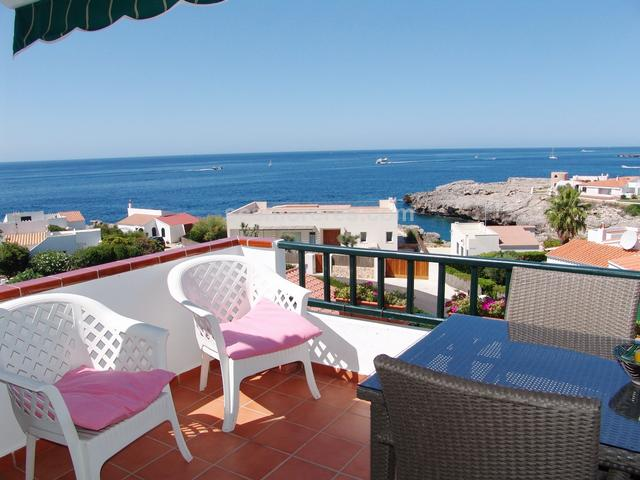 Built area of 88 m², 3 double bedrooms, 1 bathroom, 1 cloakroom, kitchen, dining room, terrace, built-in wardrobes, double glazing, community charges approx. 700€ per year, sea view, an attic-duplex in perfect condition and with lots of natural light.