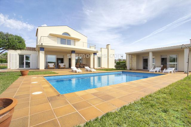 Lovely villa located in the most popular residential area of Ciudadela. The property has very good finishes and spacious spaces with a modern and elegant design. Located in an area that has total tranquillity and a unique location close to the sea and within walking distance of the beach. The property consists of main house of  272m2 with 3 double bedrooms and two bathrooms, a large reception area and staircase leading to the first floor where we find a second living room ideal as study or informal living room. It also has an annexed apartment ideal as a barbecue area or as an area for guests. Built surface 372 m², 1091 m² plot,  4 bedrooms ( 1 suite,  3 double),  4 bathrooms, kitchen, laundry, dining room, terrace, garden, garage, built-in wardrobes, heating, double glazing, construction year (2000), swimming pool, Storage room.