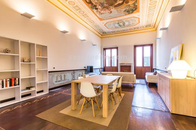 A first floor apartment which is exceptional for its hand painted ceilings and mahogany floors.  The lounge and dining area is spacious and light and the bedroom is located in a beautiful mezzanine above the kitchen area designed to take full advantage of the unique ceiling painted by Chiesa in the XIX Century. Only top quality finishings have been used in the reformation of this building which includes a lift and is well located in a quiet street but only five minutes walk to the town center.   Built surface area of 117 m²,  1 bedroom double,  1 bathroom, kitchen, elevator, heating, construction year (2007).