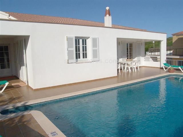 Villa for sale in Cala Llonga (Menorca).