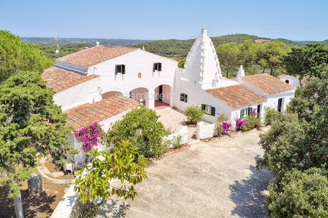 It is difficult to find a property so close to the capital and that has as many virtues as this one.