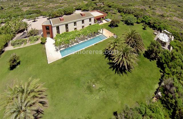 Amazing country estate of 36.364m² of land with a luxury designer house on two floors with 4 bedrooms plus a guest house and a barn to reform. It has electricity, water, and is in a very exclusive area to the south of the island.