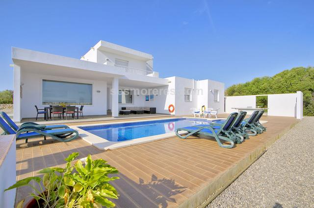 Attractive villa with a modern and functional design. The property is located in the upper part of the urbanization, adjoining rustic land which cannot be built on, with beautiful views of the countryside and located about 600 meters from the beach. It has large terraces, barbecue area, and pool. The house has lots of natural light and a total of 4 bedrooms, 3 bathrooms, plus a large living room with integrated kitchen. On the first floor we find a spacious bedroom suite with a large terrace overlooking the countryside and the sea. Built surface 175 m², 870 m² plot,  4 bedrooms ( 1 suite,  3 double),  3 bathrooms, kitchen, terrace, garden, built-in wardrobes, double glazing, constructed in 2015, air conditioning, swimming pool.