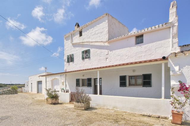 Old farm to the north of Ciutadella with houses of 370m2 plus barns of 155m2. The main house is semi-detached and the property is located in a small and quiet nucleus of just a few houses. The farm has land of 7.4 hectares, it has water and electricity. The house is well preserved and semi-restored, preserving original elements and beautiful vaulted ceilings in the spacious living room, dining room and kitchen. It consists of 6 double bedrooms and 2 single rooms. The property enjoys easy access and parking, as it has a large outdoor parking area and garage. A large warehouse is located next to the garage.