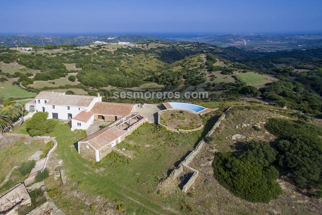 This 40-hectare country estate is located in an elevated position with unbeatable views over the north coast of Menorca and the sea. On the plot several buildings form a total of around 627m2 built area. The large main house has lots of character and is on two floors. There is a totally renovated barn that is part of the house, in addition to other unreformed buildings. A privileged place of the property is formed by a large terrace with its infinity pool, positioned in the best place of the property to enjoy unique views over the countryside and sea. The property has a well.